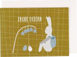 """Klappkarte Hase sitzend, blaues Körbchen - """"Frohe Ostern"""""""