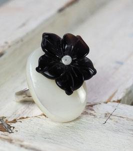 MOTHER OF PEARL & BLACK AGATE FLOWER GEMSTONE RING