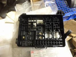 n°r208 boite fusible isuzu 94315204