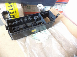n°to36 boite fusible relais toyota carina 8267220200