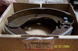 0020 jeu garnitures frein colt lancer mb858665