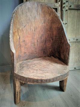 Oud Naga stoeltje uit Nagaland