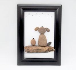 Steinbild Hund mit Vogel