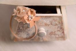 Elastisches Haarband mit Perlen für besondere Anlässe