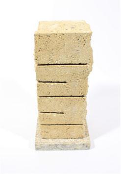Steinheizung aus gelben Kunststein