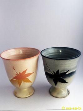 宮島御砂焼  ペアワインカップ もみじ柄  (ピンク・青セット)