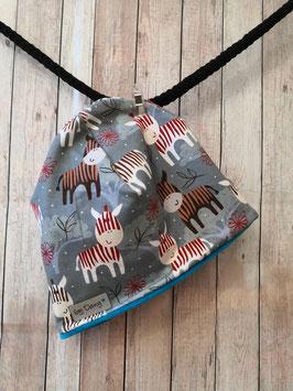 Mütze innen leicht gefüttert Zebra grau, innen Sterne blau ca. 44-46 cm