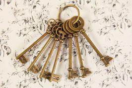 Prima Vintage Rusty Keys 559939