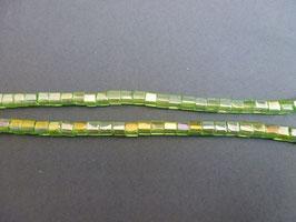Wu22 Würfel Hellgrün irisierend 4mm