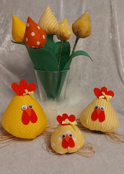 Hahn, Hühner und Tulpen
