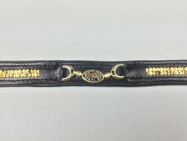 klassisches Stirnband schönem goldenen Anhänger