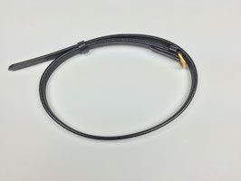 schwarzer Sperrriemen aus Leder mit goldfarbener Schnalle