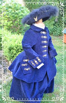 Costume de chasse brodé . fillette taille 4 ans