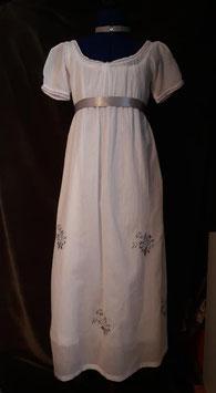 Robe blanche historique brodée . Empire taille 8 ans