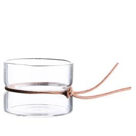 Glas mit Lederdetail