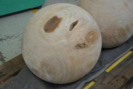 Holzkugel aus Kirschbaum