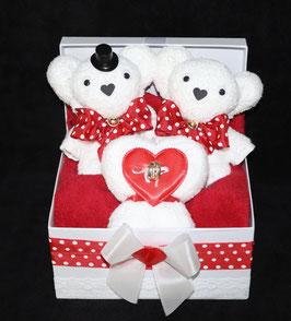 """Hochzeitsgeschenk als Handtuchfigur """"meine große Liebe"""", dargestellt in einer Geschenkbox"""
