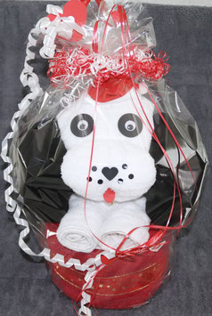 """großer Hund als Handtuch-Figur"""" in weihnachtlich gestalteter Geschenkverpackung, weiß mit rot"""