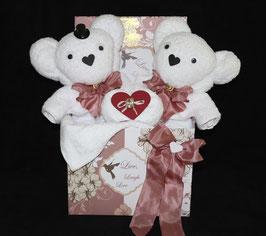 """Hochzeitsgeschenk als Handtuchfigur """"Traumhochzeit"""", dargestellt in einer Geschenkbox"""