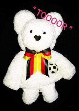 """Handtuchfigur """"großer Bär als Fußballer"""" , Farbe weiß, fertig verpackt in Klarsicht-Geschenkfolie"""