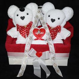 """Hochzeitsgeschenk als """"Hochzeitspaar mit Herz"""", dargestellt in einer Geschenkbox"""