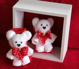 """Handtuchfigur """"Bärchen in weiß"""", fertig geschenkverpackt mit zweitem Gästehandtuch in rot"""