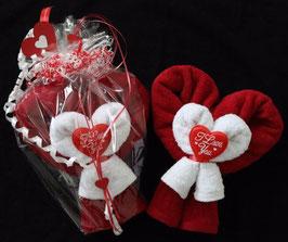 """Handtuchfigur, gestaltet als """"Muttertagsherz mit I love you"""""""