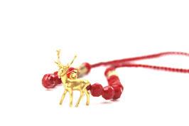 Collier aus facettierten roten Glasperlen mit goldenem Hirschanhänger und Hornelementen