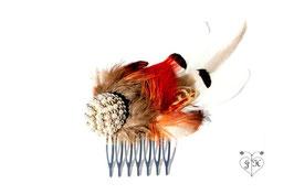 Haarkamm mit rot/orangefarbenen und weißen Fasanenfedern und einer Vintage Brosche - UNIKAT