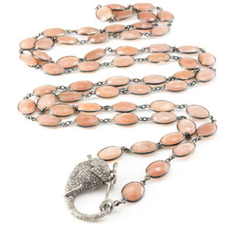 "Diamond ""Elephantclasp"" on a Peach Moonstone Bezelnecklace"