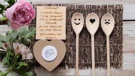 """Hochzeitsgeschenkset besteht aus 3 Kochlöffel+1 Holztafel """"Liebesrezept""""+1 Herz Pappschachtel mit Kärtchen"""