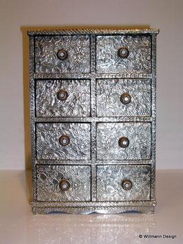 Kommode belegt mit deutschem Silber