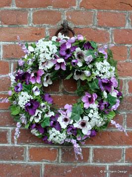 Frühlingskranz mit Lavendel