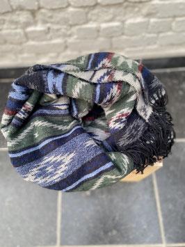 foulard bleu avec motifs