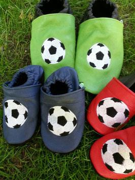 Footies mit Fußball (gestickt)