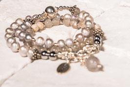 Graues Perlenarmband mit Mondstein, Quarzanhänger und 925er Echtsilber PE0015