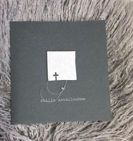 Quadrat mit Kreuz (deutsch und rätoromanisch)