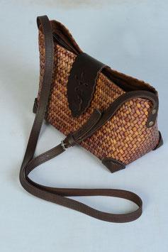 Handtasche handgefertigt aus nachhaltigen Binsenpflanzen