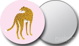 Spiegeltje Leopard roze kijkt om
