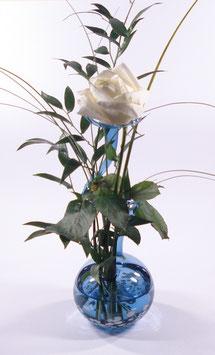 """Rosenvase """"blau mit weißem Granulat"""""""