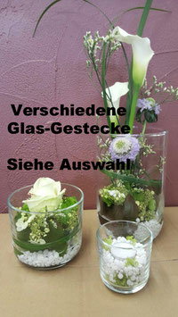 Dekorative Gestecke im Glas