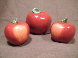 Äpfel aus Keramik