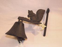 Glocke mit Eichhörnchen aus Gusseisen