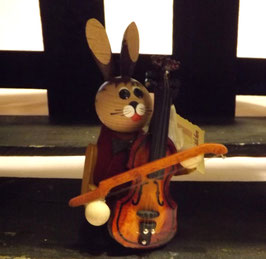 Hasen-Musiker mit Kontrabass