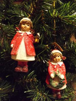 Winterkinder - Mädchen im roten Mantel