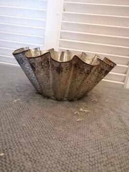 Mooie grote brocante puddingvorm van gedecoreerd metaal, erg leuk om plantjes in te zetten! Afmetingen 11 x 23 cm