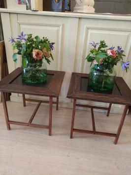 Mooie salvage art tafels, volledig samengesteld uit hergebruikte materialen! metalen onderstel, unieke stukken in een makkelijk toepasbare maat 47 x 50 x 50 cm, prijs per stuk!!!