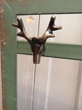 Mooie knop van ijzer in de vorm van een hert, afmetingen 5 x 5 cm, prijs per stuk.