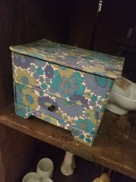 Leuk stoffen doos met klep en lade, afmetingen 13 x 17 x 11 cm
