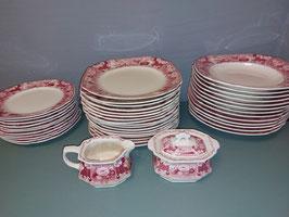 Prachtige borden en roomstel decor Victoria oud rood van Societe Ceramique Maestricht, datering 1930